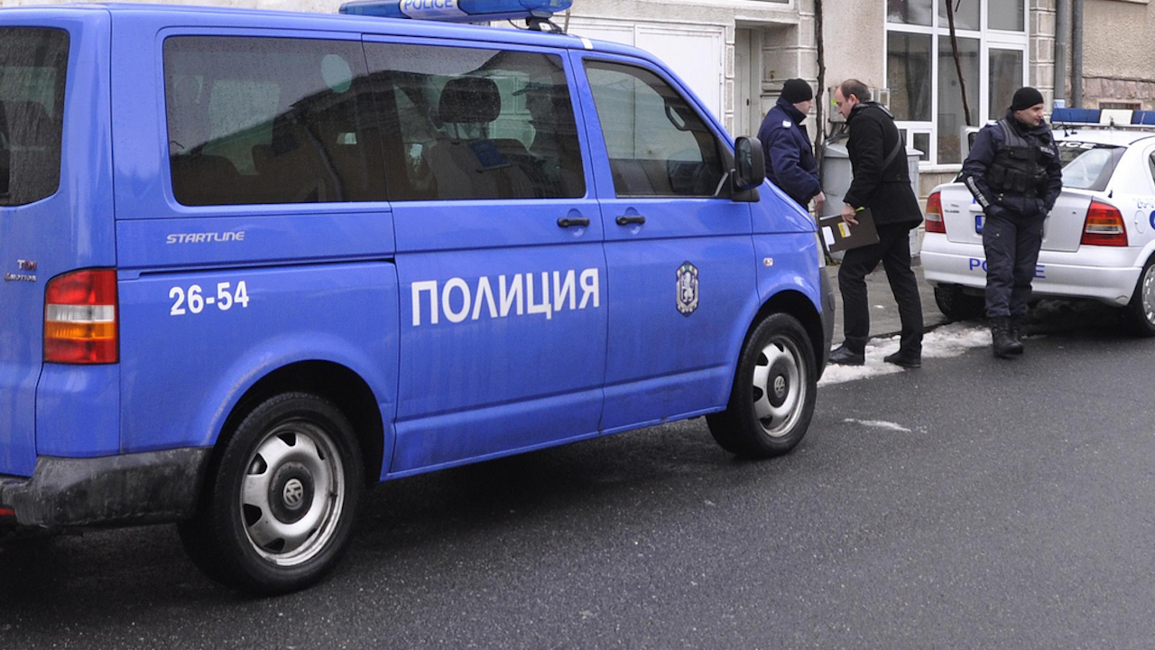 """Четирима са атакували инкасо автомобила на АМ """"Струма"""""""