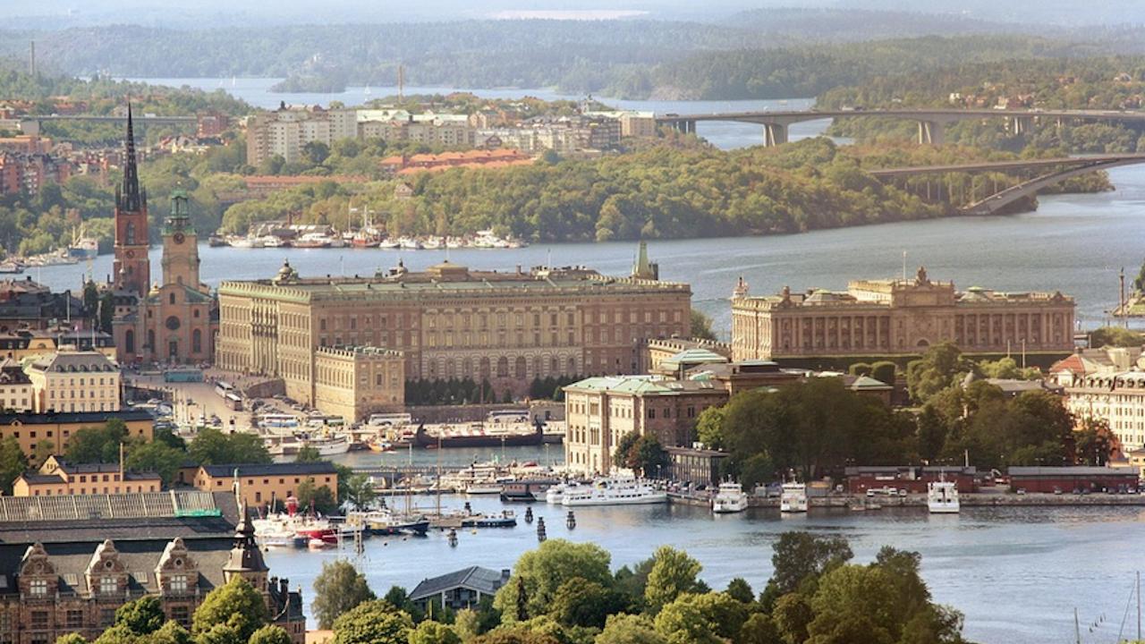 Шведското правителство предупреди, че ще въведе нови, по-строги COVID мерки, ако хората не спазват действащите ограничения