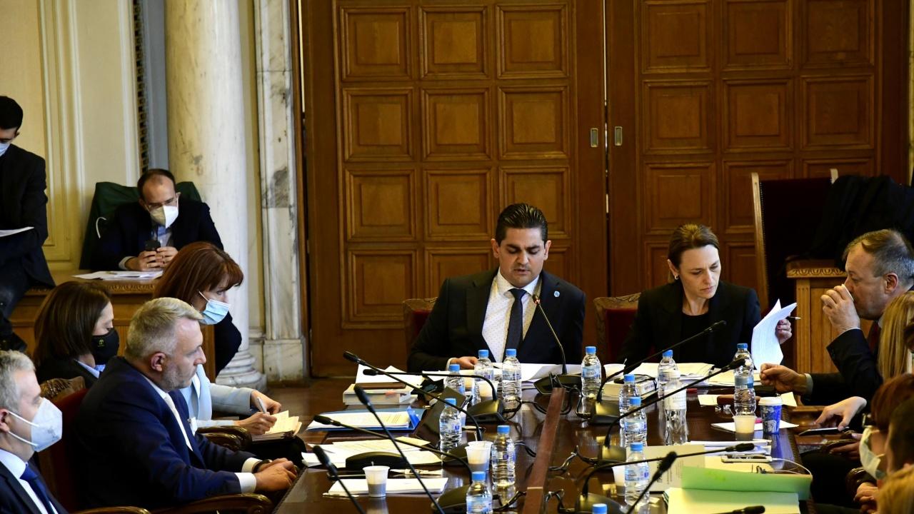 Депутатите приеха въвеждането на изцяло машинно гласуване и отхвърлиха мажоритарния вот