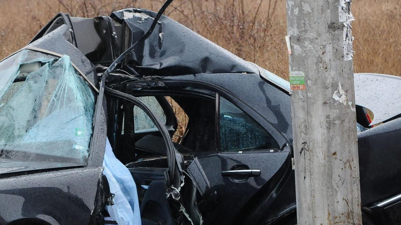 След жесток удар: Водач изгоря с колата си в Силистренско