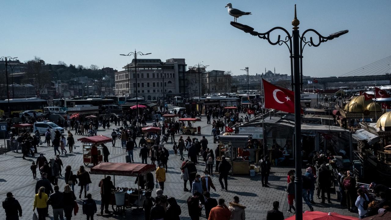 Полицейски час в цяла Турция