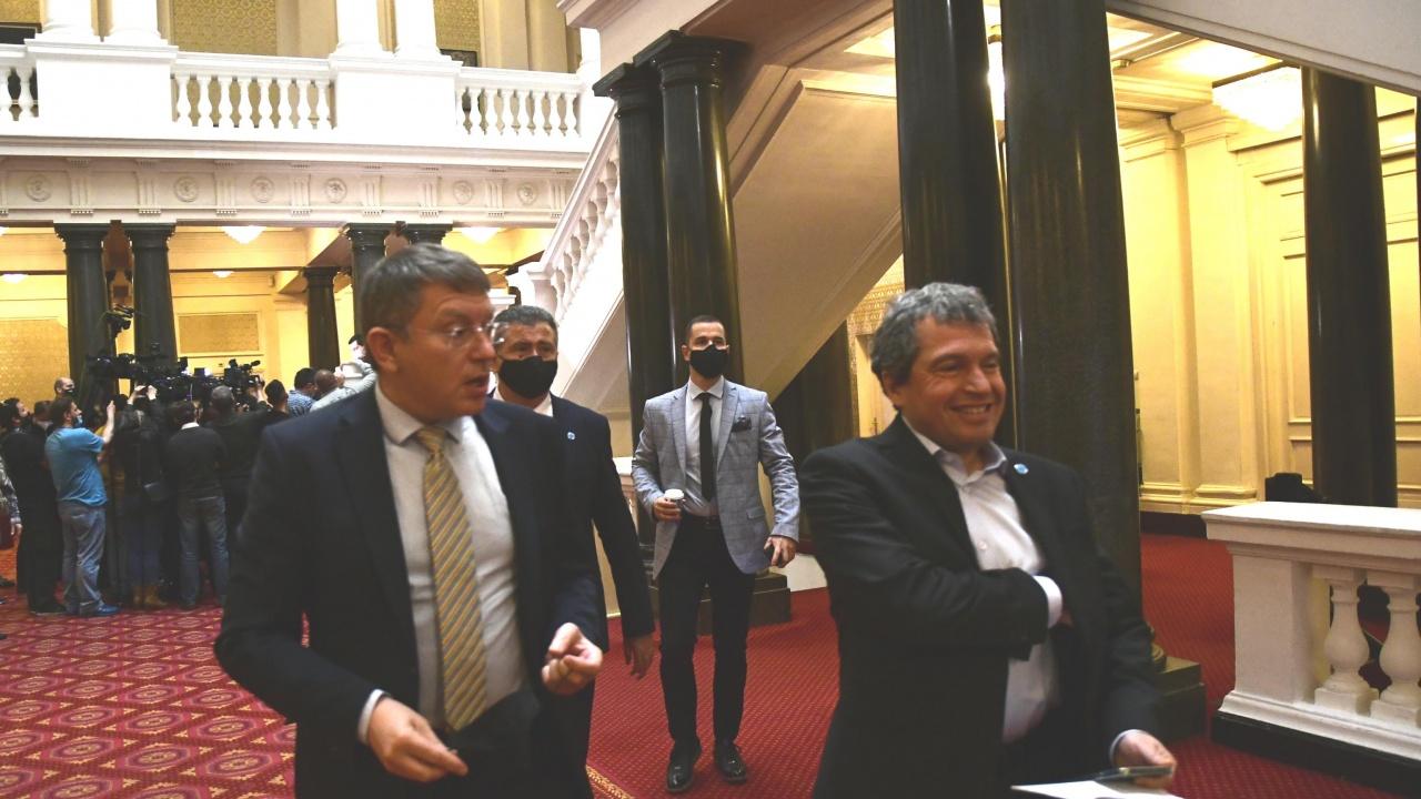 Партията на Слави Трифонов разочарова свои членове