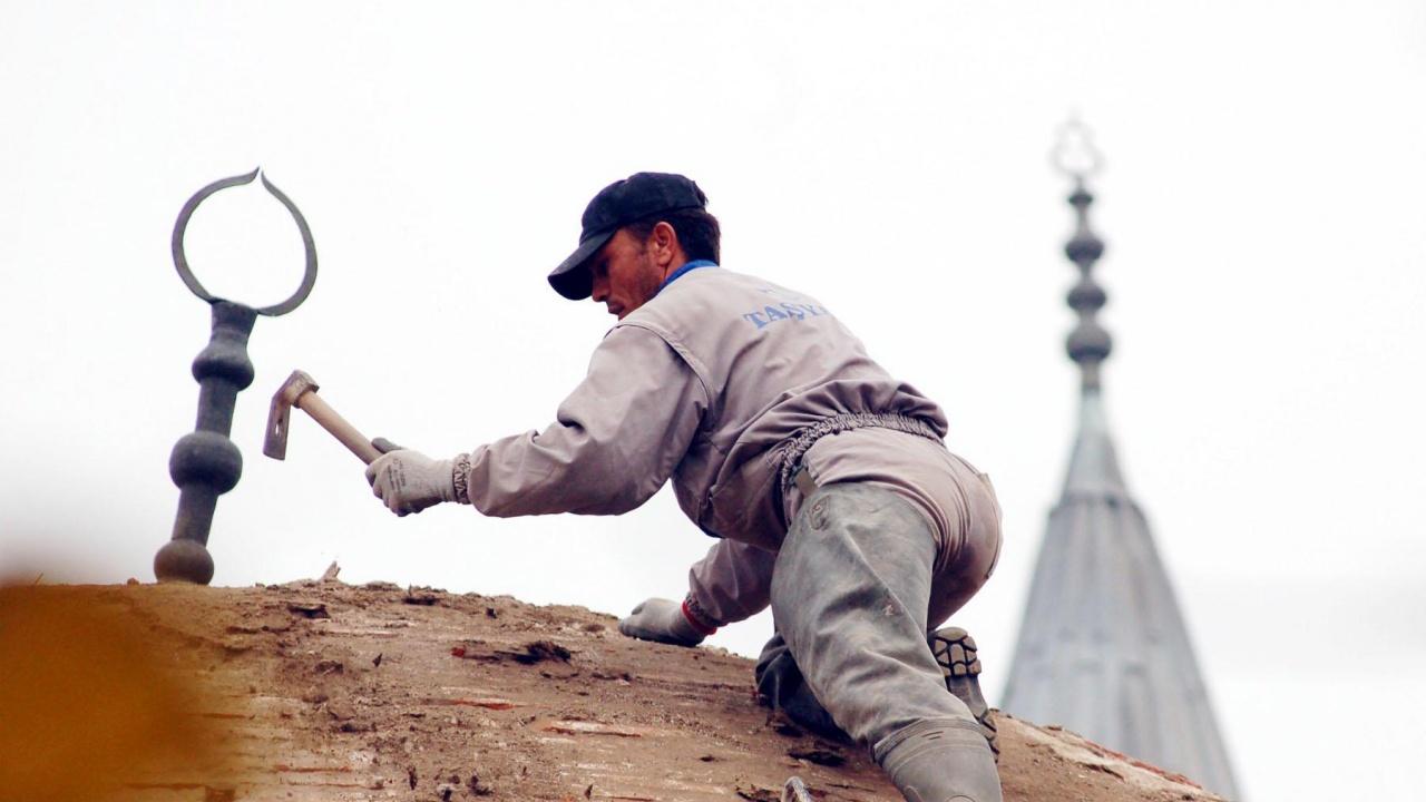 """Започнаха дейностите по спешния ремонт на опасната сграда на джамията """"Фатих Мехмед"""" в Кюстендил"""
