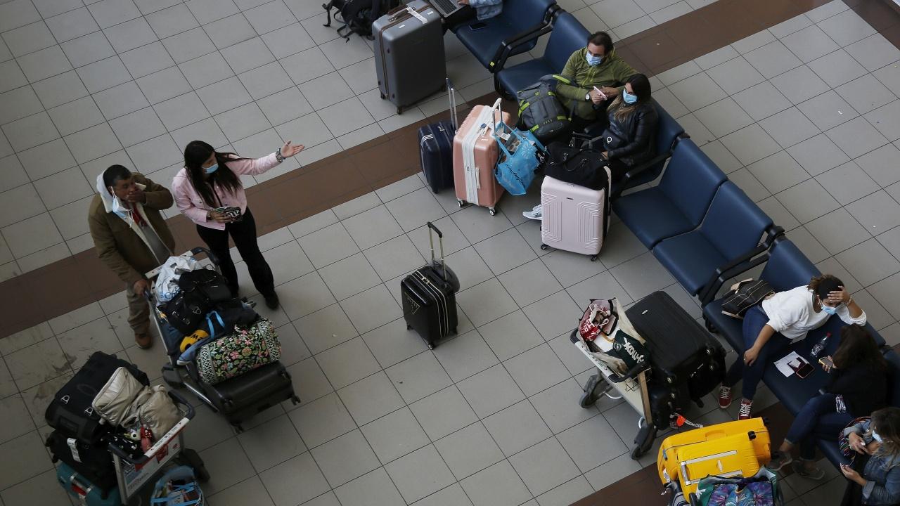 Канада спира за месец полетите от Индия и Пакистан