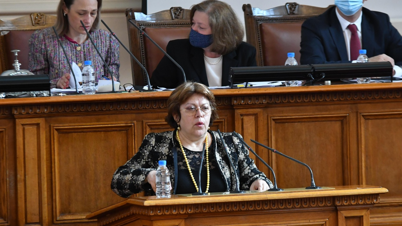 Дончева не си представя сценаристите на Слави в Министерския съвет