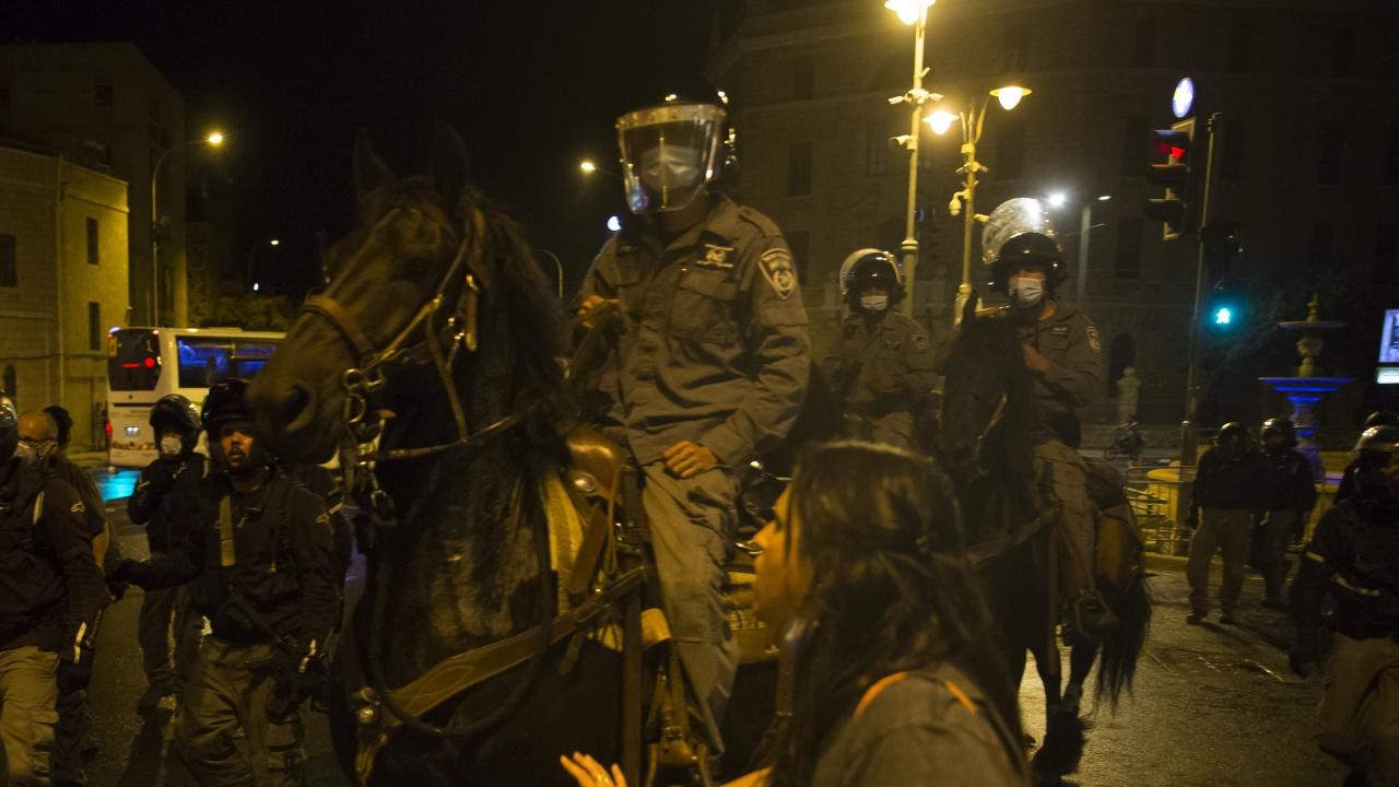 Сблъсъци между полиция и демонстранти в Ерусалим. Над 100 ранени