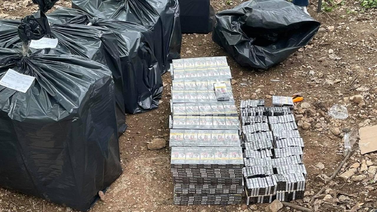 Удар във Враца! Спипаха 120 000 къса контрабандни цигари