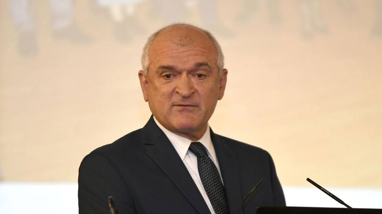 Депутат показа скандалното предложение на ДБ за допълнителните възнаграждения на депутатските заплати
