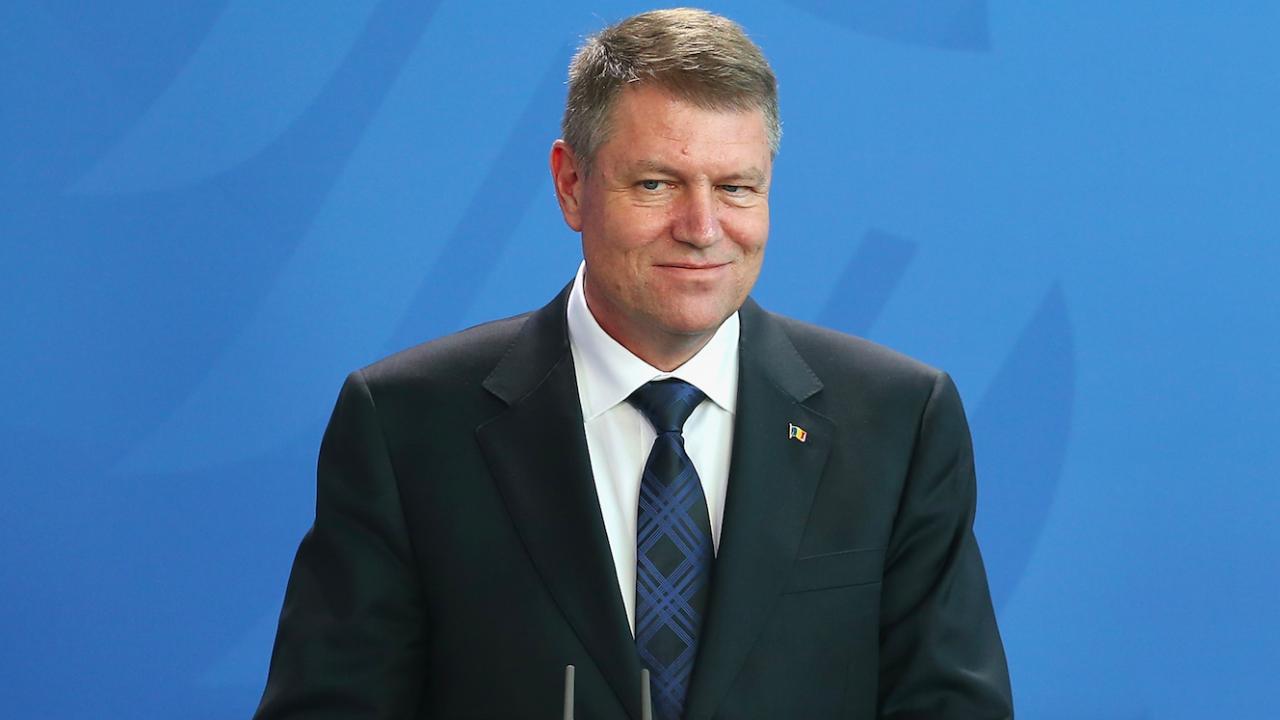 Румънският президент отиде на работа с велосипед