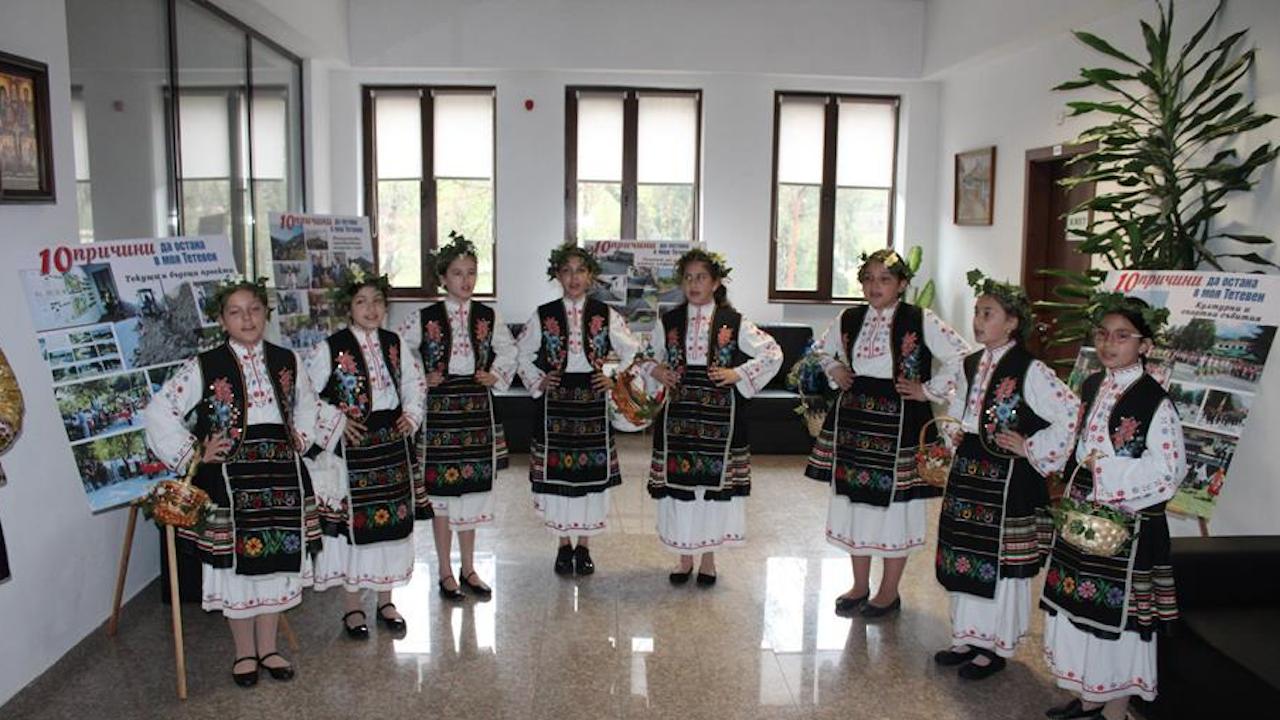 Лазарки посетиха Община Тетевен