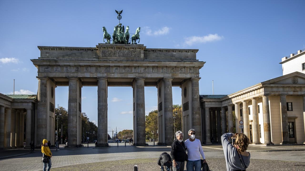 Германия въвежда от утре вечерен час в областите с висока честота на COVID-19