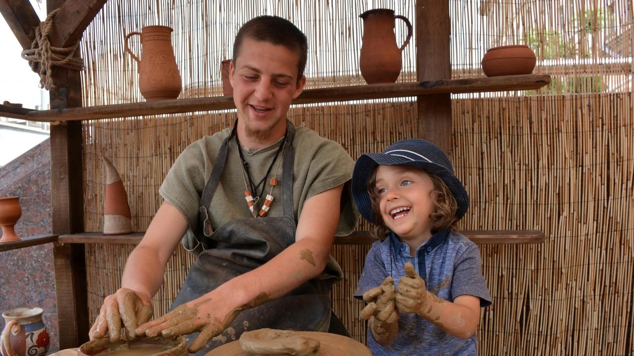 Уроци по рисуване върху керамика организират в Етнографския комплекс в Златоград