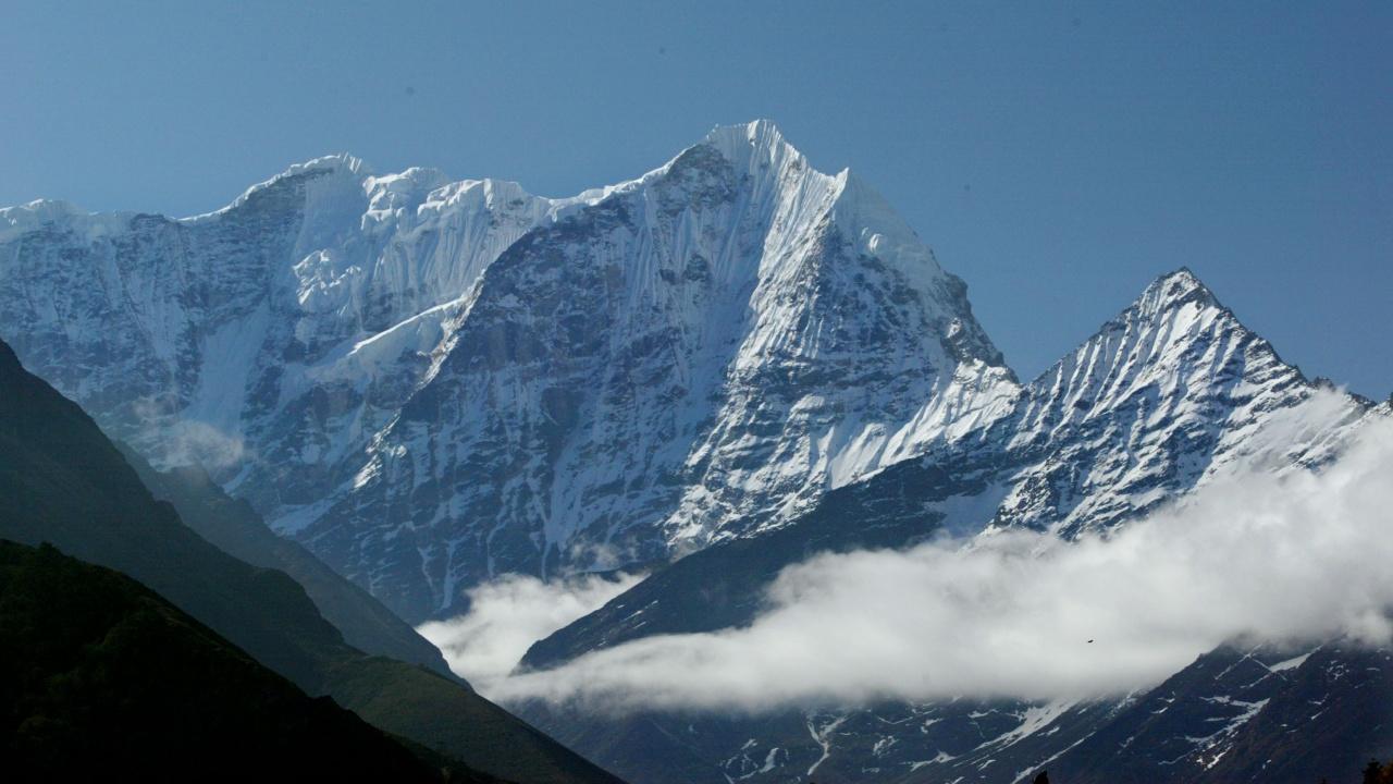 Регистрираха първи случай на COVID-19 на Еверест