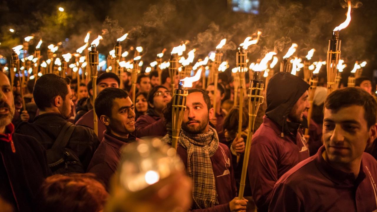 Факелно шествие в Ереван по случай 106-ата годишнина от геноцида над арменците