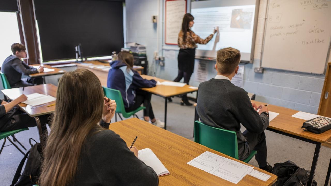 Възобновяват се присъствените занятия в езикови и обучителни центрове и школи