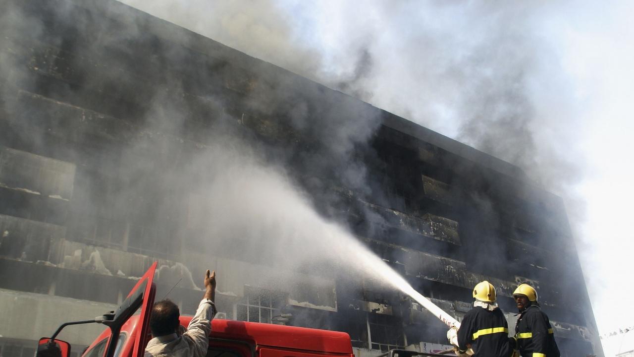 Близо 60 души загинаха при пожар в COVID болница в Багдад