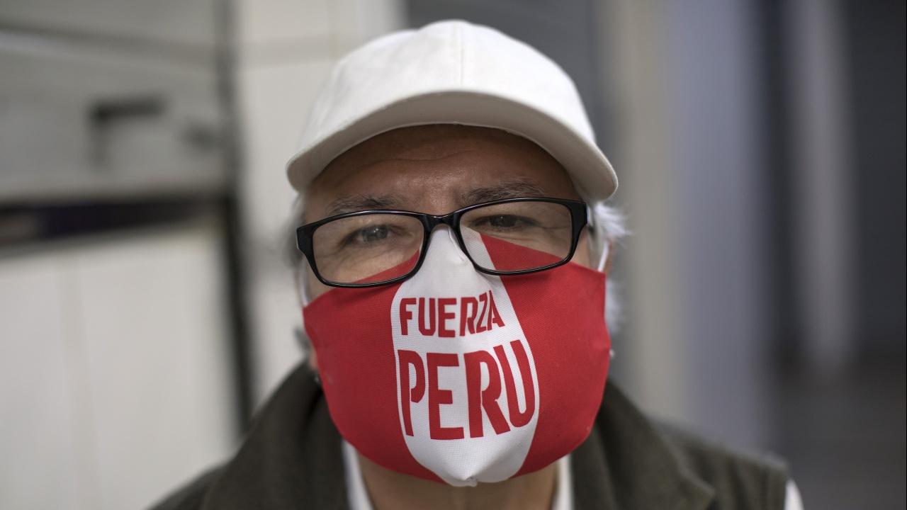 В Перу вече само една маска не стига