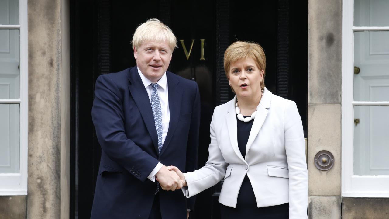 Стърджън с предупреждение към Борис Джонсън заради референдума на шотландците за независимост
