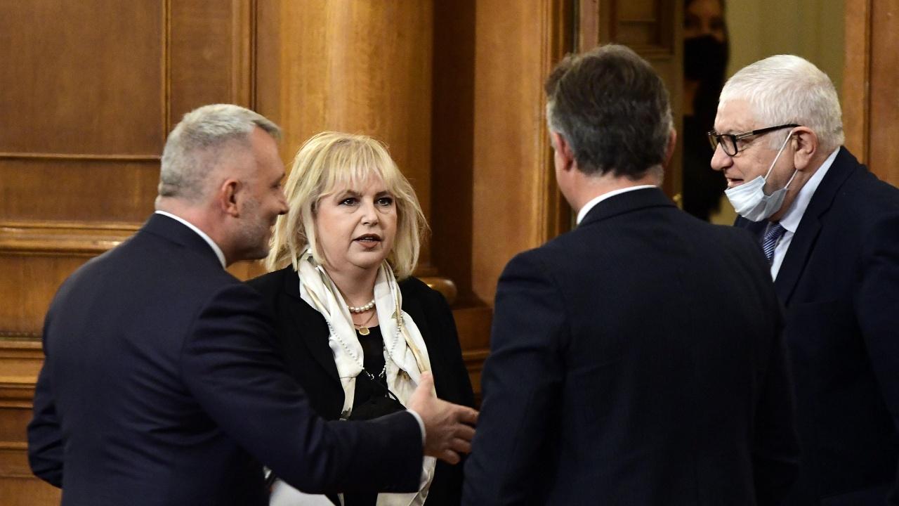 Мария Капон: Решението на Слави Трифонов е странно