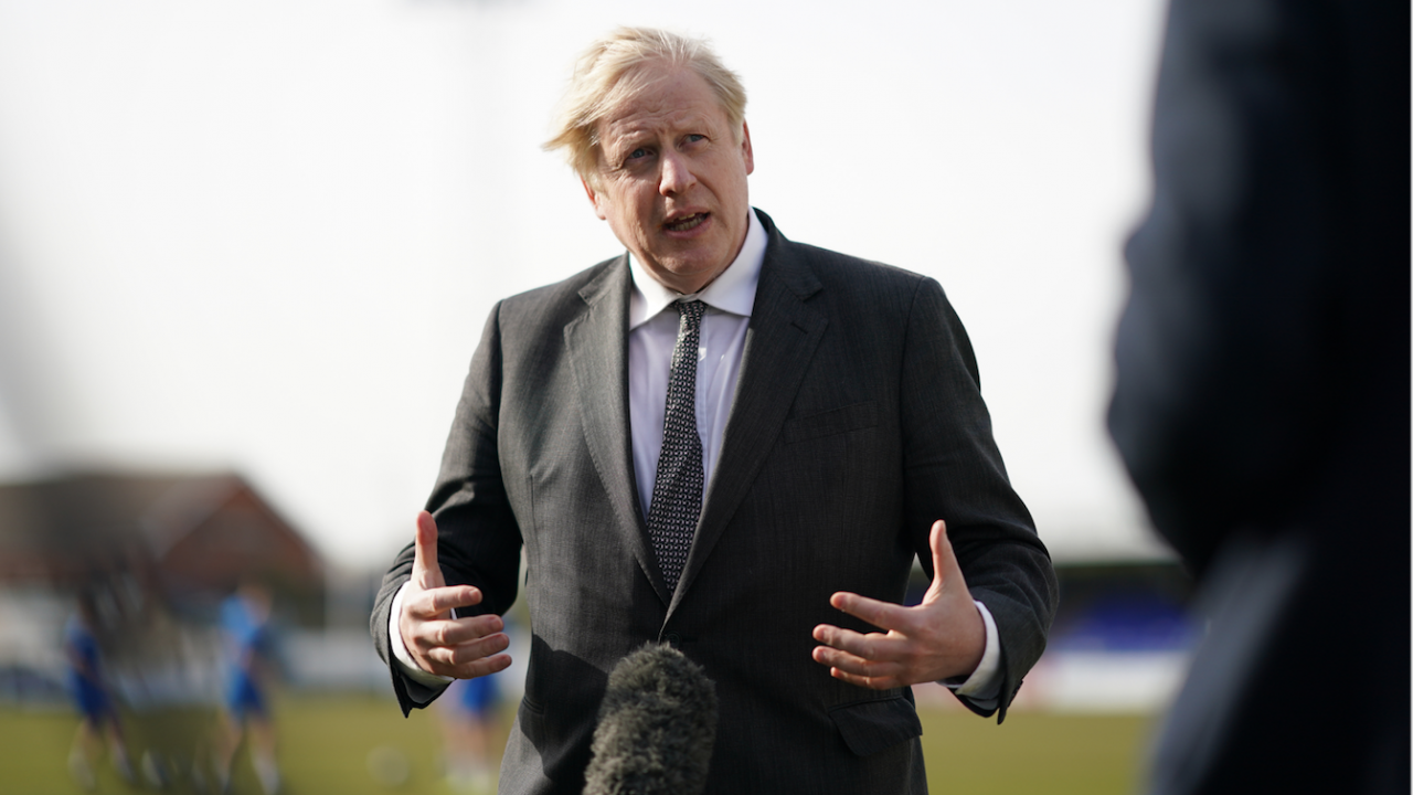 Борис Джонсън: Стига с тези проклети локдауни, нека да оставим труповете да се трупат с хиляди