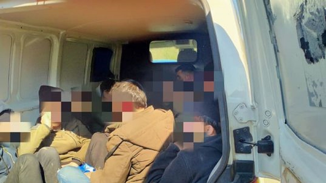 Спипаха незаконни мигранти в къща край Хасково
