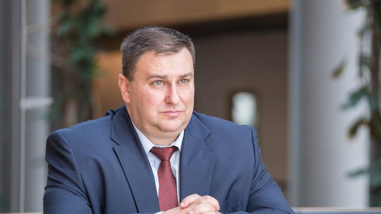 Емил Радев: Търговското споразумение с Великобритания залага дискриминационни капани за работниците от България