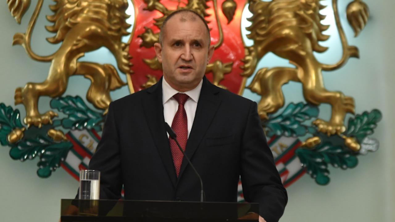 Радев връчва мандата на партията на Слави Трифонов утре