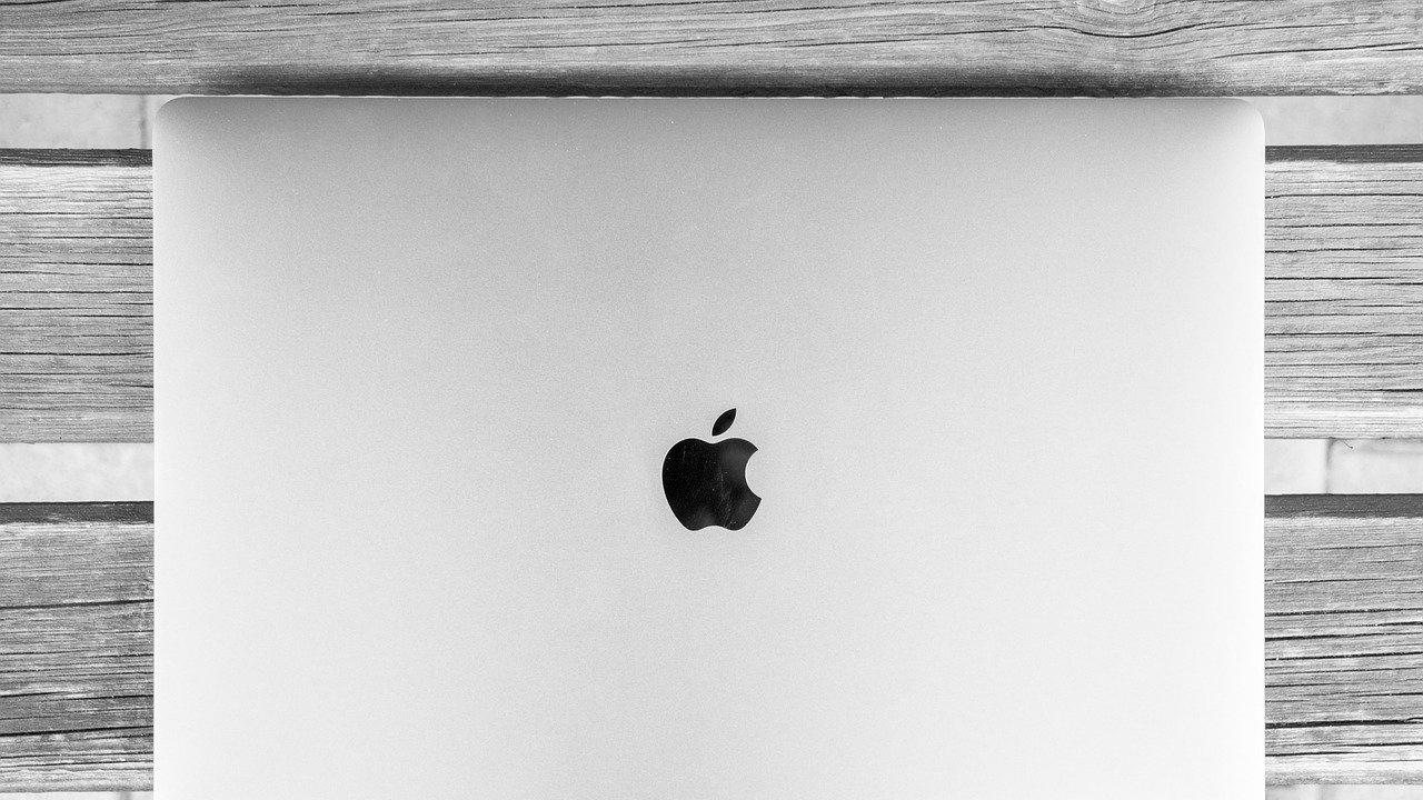 """Очаква се ЕК да обвини """"Епъл"""" в антиконкурентни практики"""
