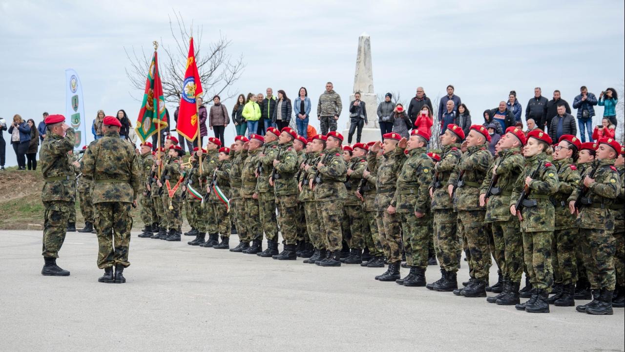 Новоназначени военнослужещи положиха военна клетва на историческия връх Шипка