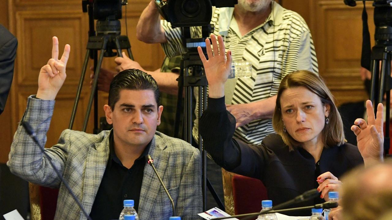 100% машинно гласуване на следващите избори, прехвърлиха ЦИК на Радев