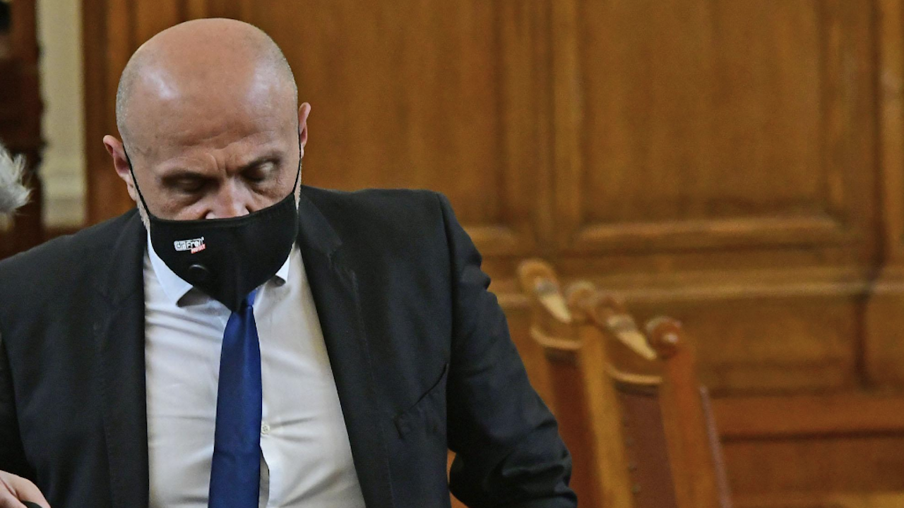 Томислав Дончев в горещ спор с депутати от ИТН, БСП, ДБ и ИСМВ относно Плана за възстановяване
