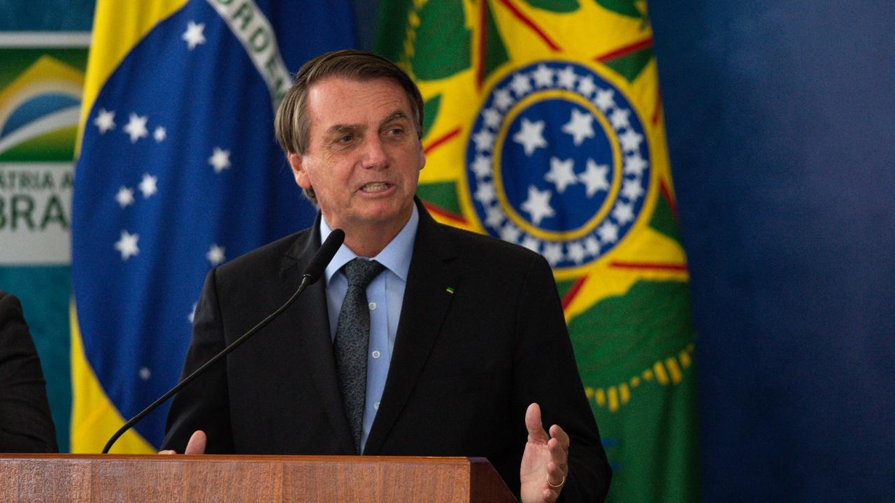 Бразилски депутати разследват действията на Болсонаро за справяне с пандемията от коронавируса