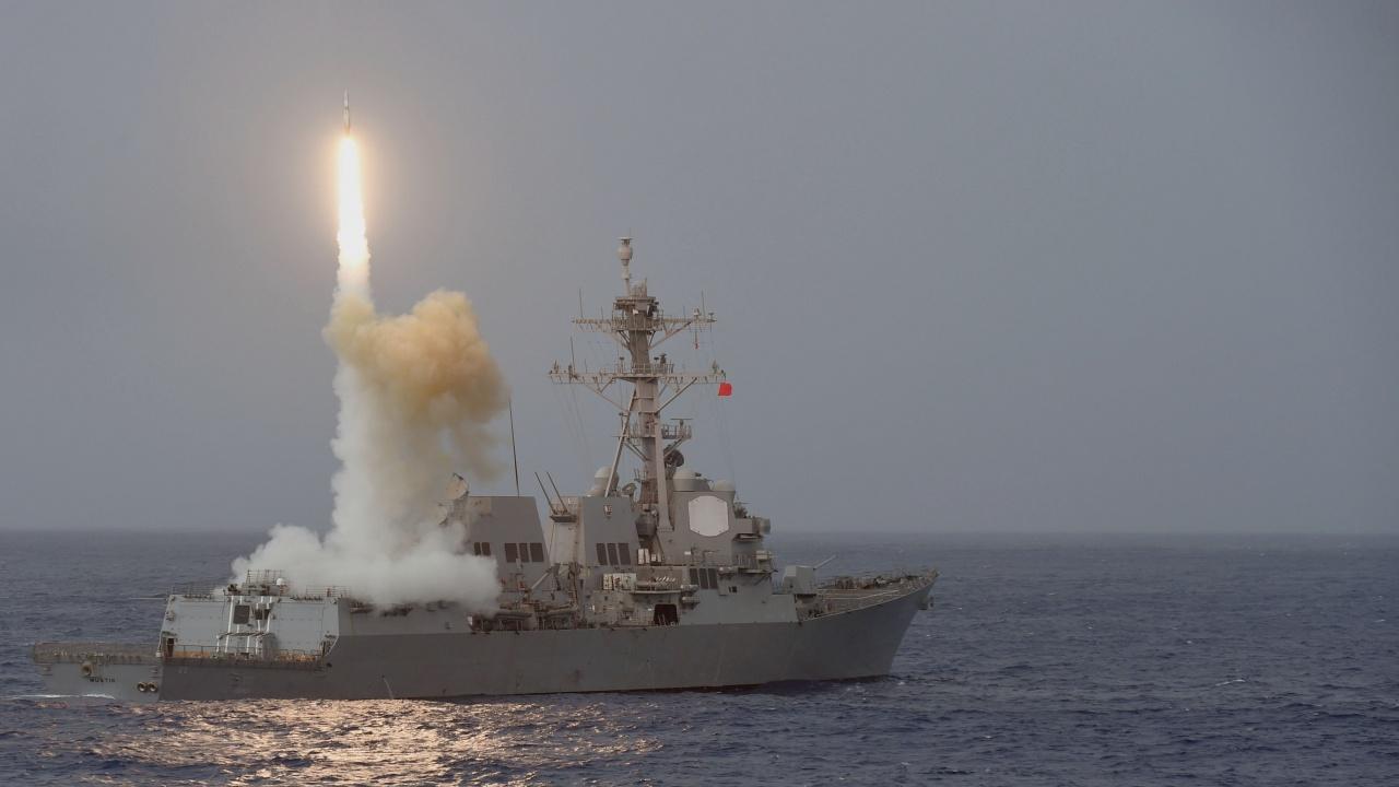 Кораб на САЩ откри огън по ирански катери