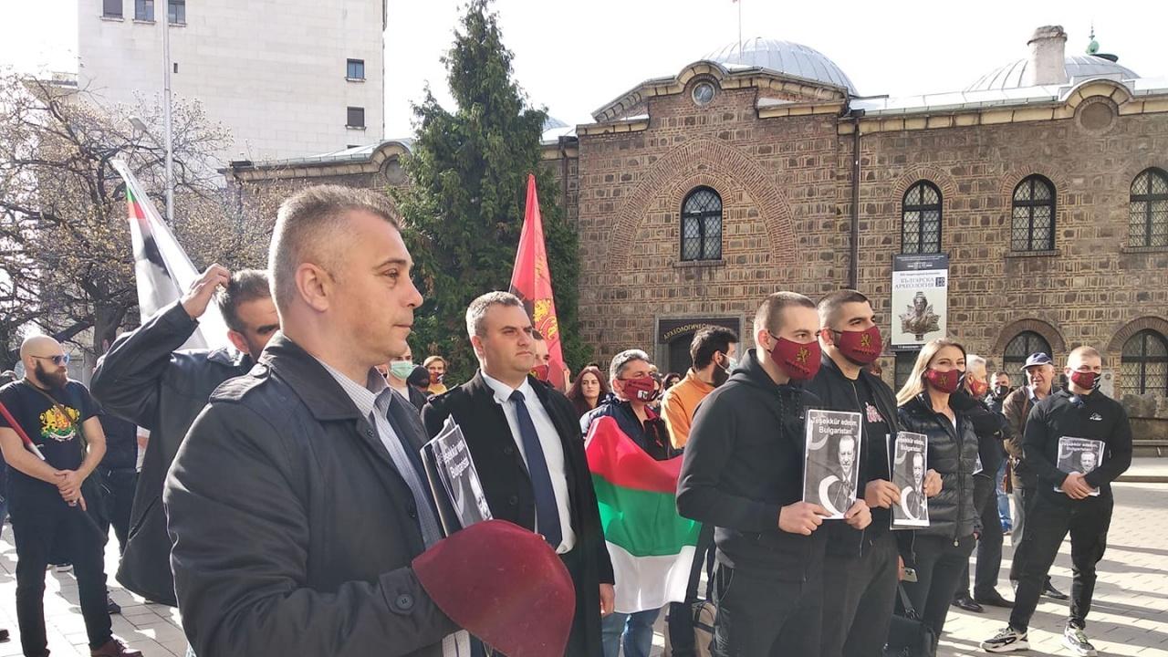 ВМРО удариха НС и президентството с лика на Ердоган и фес за партията на Слави