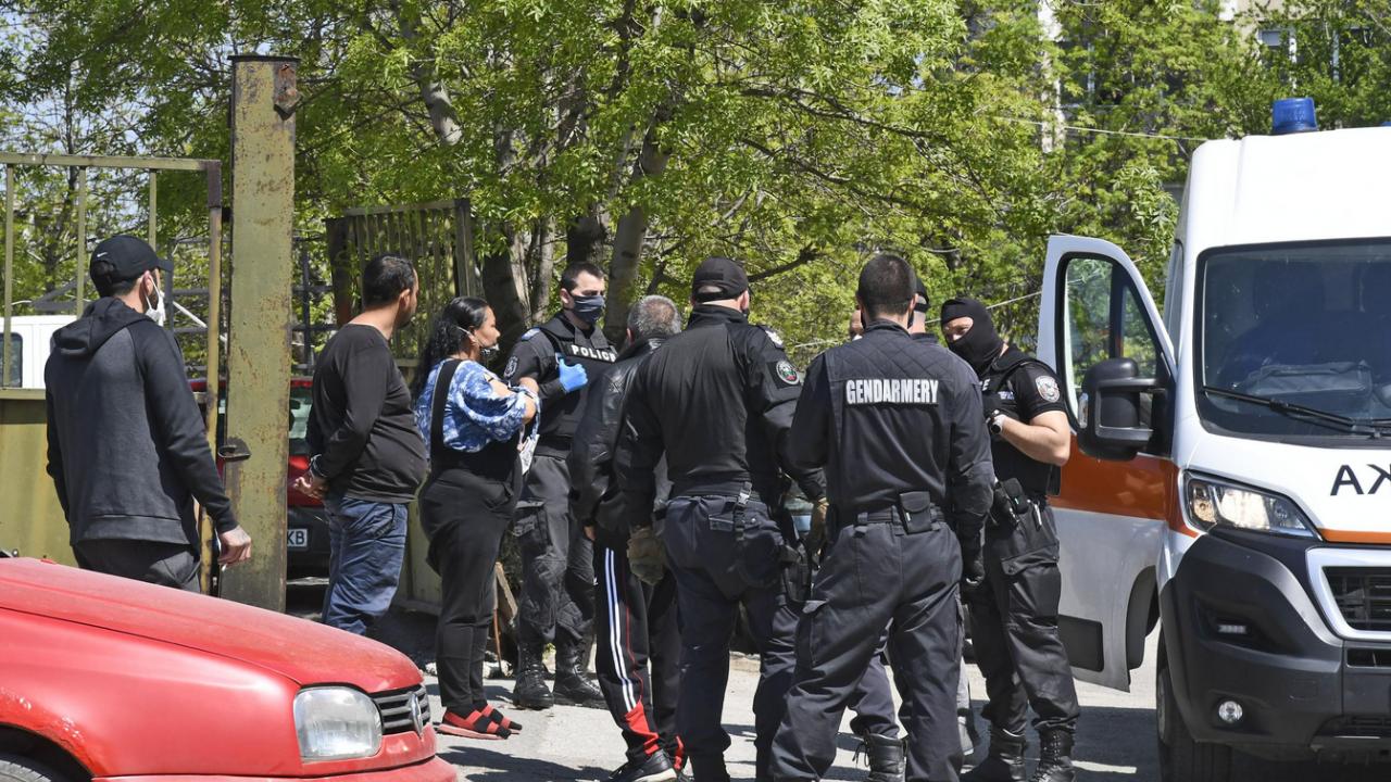 Масов бой: Над 100 души в яко меле в Ихтиман