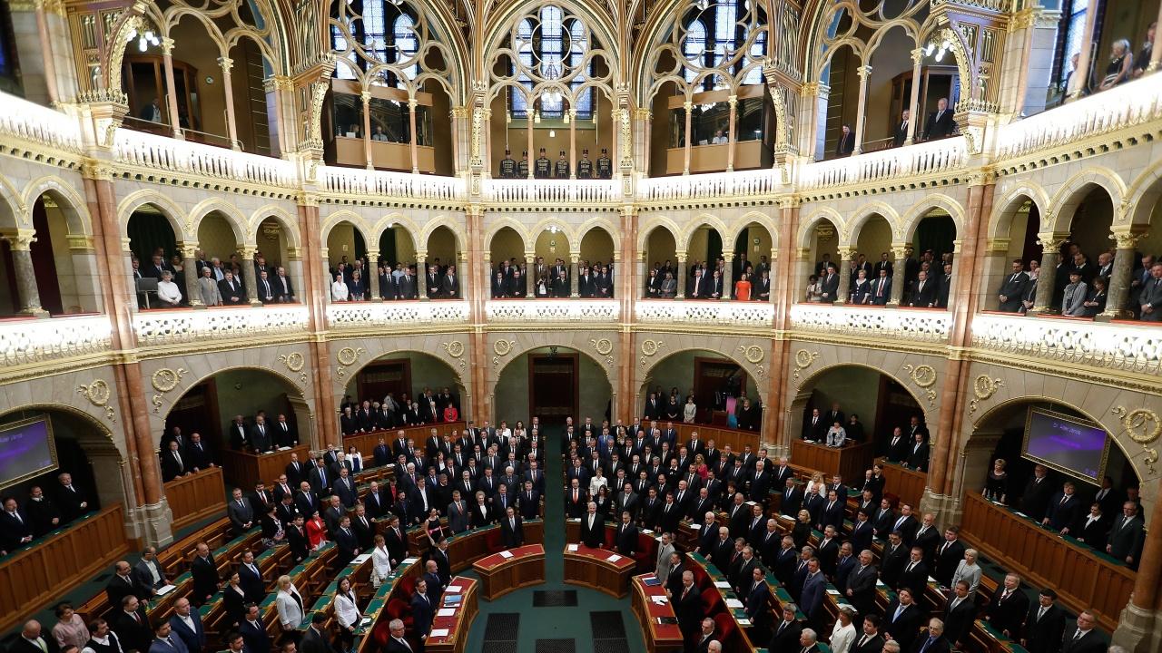 Унгарският парламент одобри реформа във висшето образование, която предизвиква недоволство
