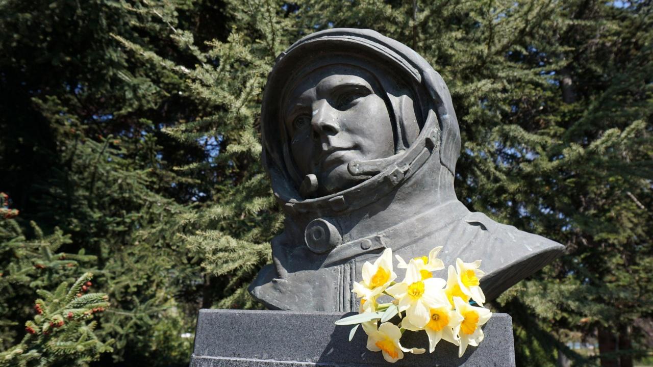 """Кметът на """"Слатина"""" иска да върне името Юрий Гагарин на 138-о училище"""
