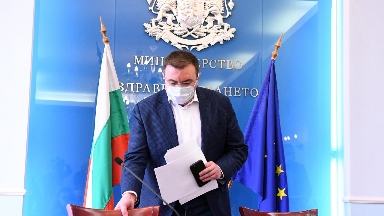 """Проф. Ангелов: Забраняваме влизането у нас от Индия, """"зелените коридори""""  ще са с Пфайзер"""