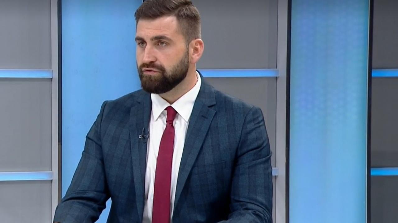 Андрей Новаков пита: Гледахте ли заседание на Народното събрание? То е кошмар!