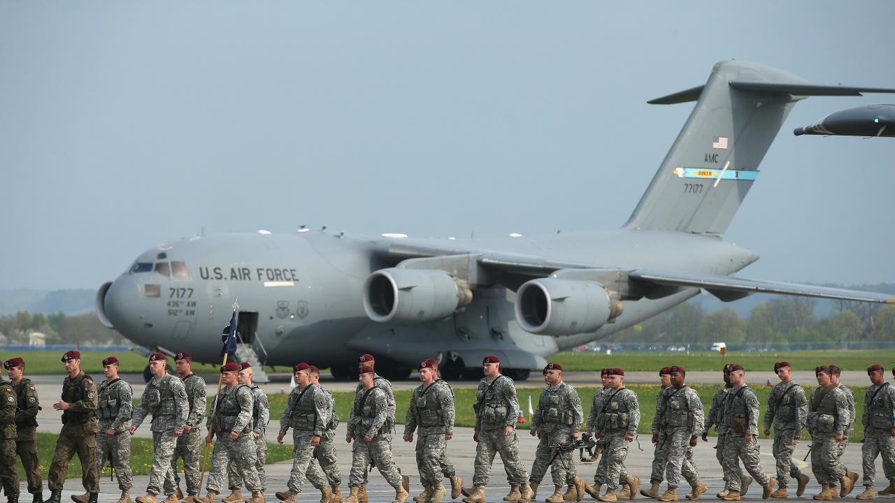 US служители в областта на сигурността напускат Афганистан