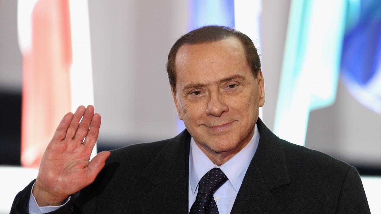 Берлускони се върна у дома след 24 дни в болница