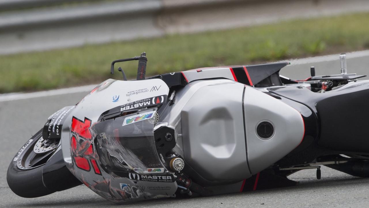 Мотоциклетист е в тежко състояние след катастрофа в София