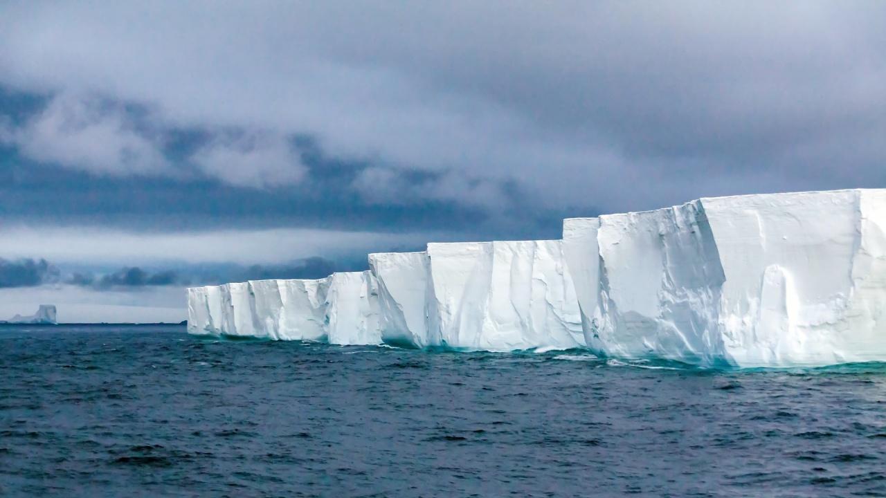 Върнаха портфейл, загубен на Антарктида преди 50 години