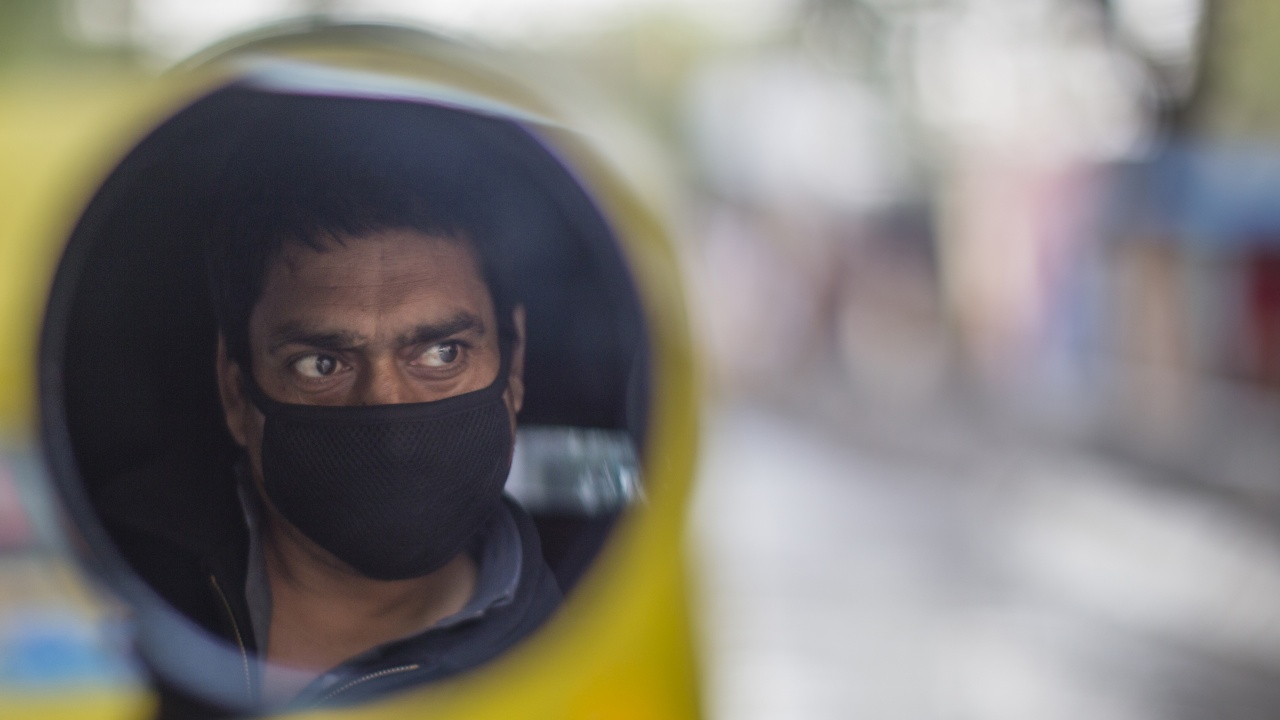 Индия отново отбеляза над 300 000 нови случая на коронавирус