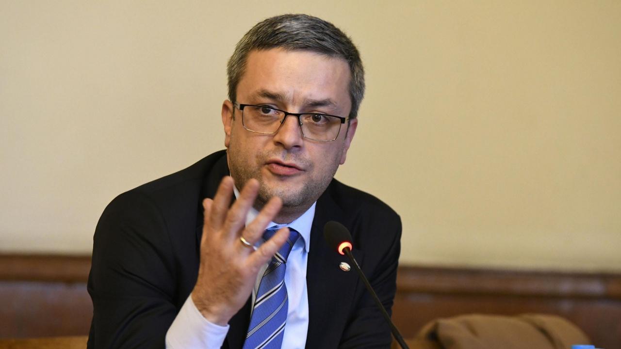 Тома Биков към Слави Трифонов: Времето за аплодисменти свърши