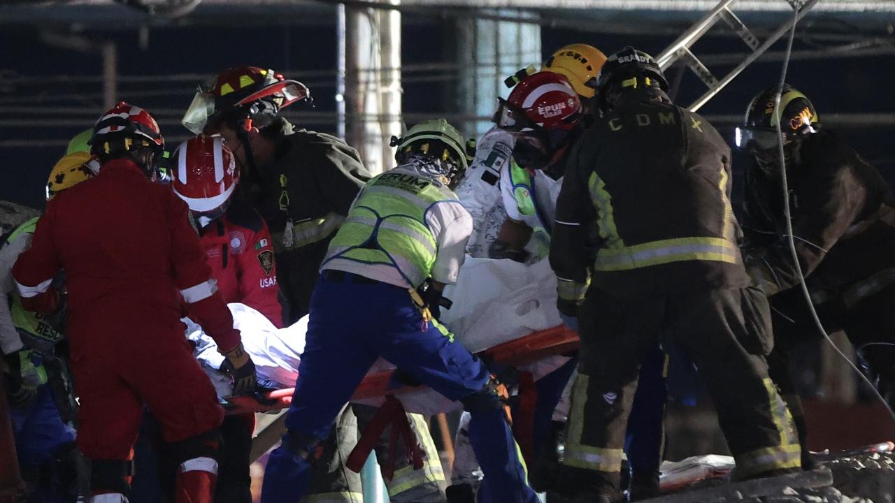 Надлез на метрото се срути в Мексико - 20 загинали и 70 ранени