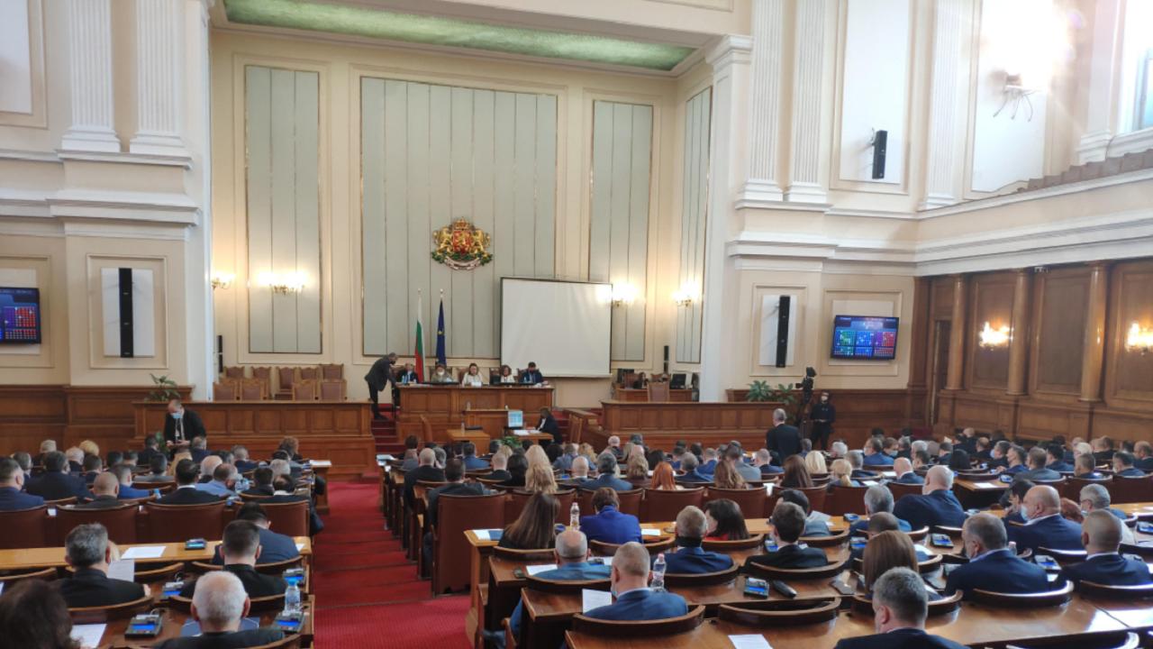 Депутатите се объркаха какво гласуват, чакат стенограмата от заседанието