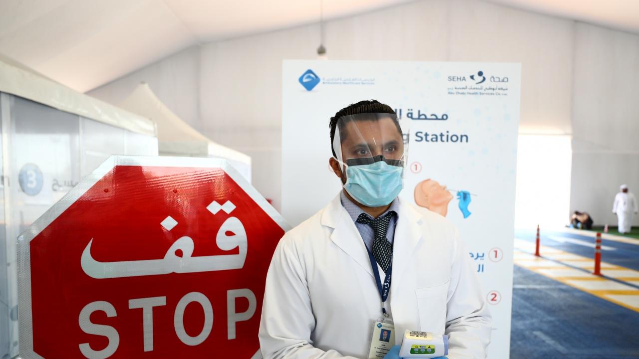 Пътуване до Абу Даби – с PCR, проследяваща гривна и под карантина