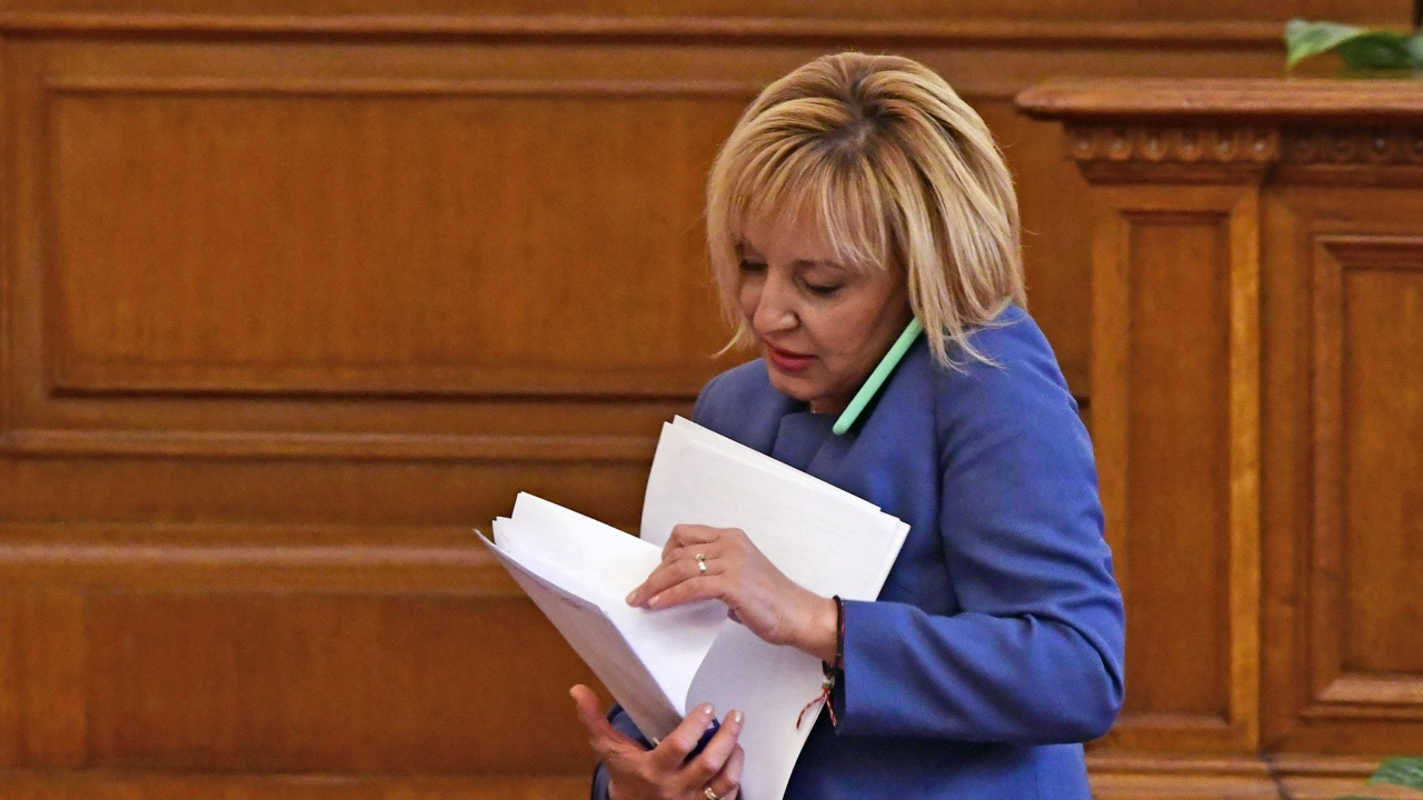Грандиозен скандал в парламента. ГЕРБ: Как не ви е срам да обслужвате Мая Манолова!
