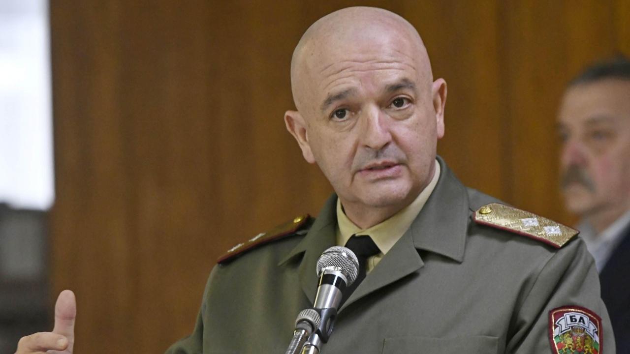 Ген. Мутафчийски поздрави всички доблестни воини и медиците, които не скланят глава пред COVID-19